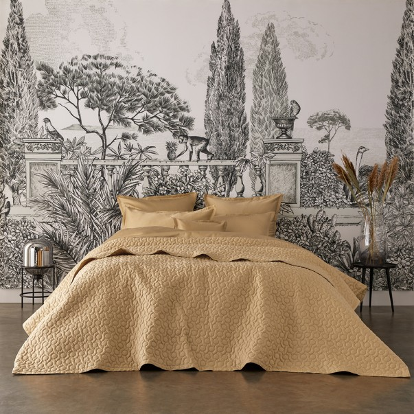 POESIE plain quilted bed cover in organic cotton sateen