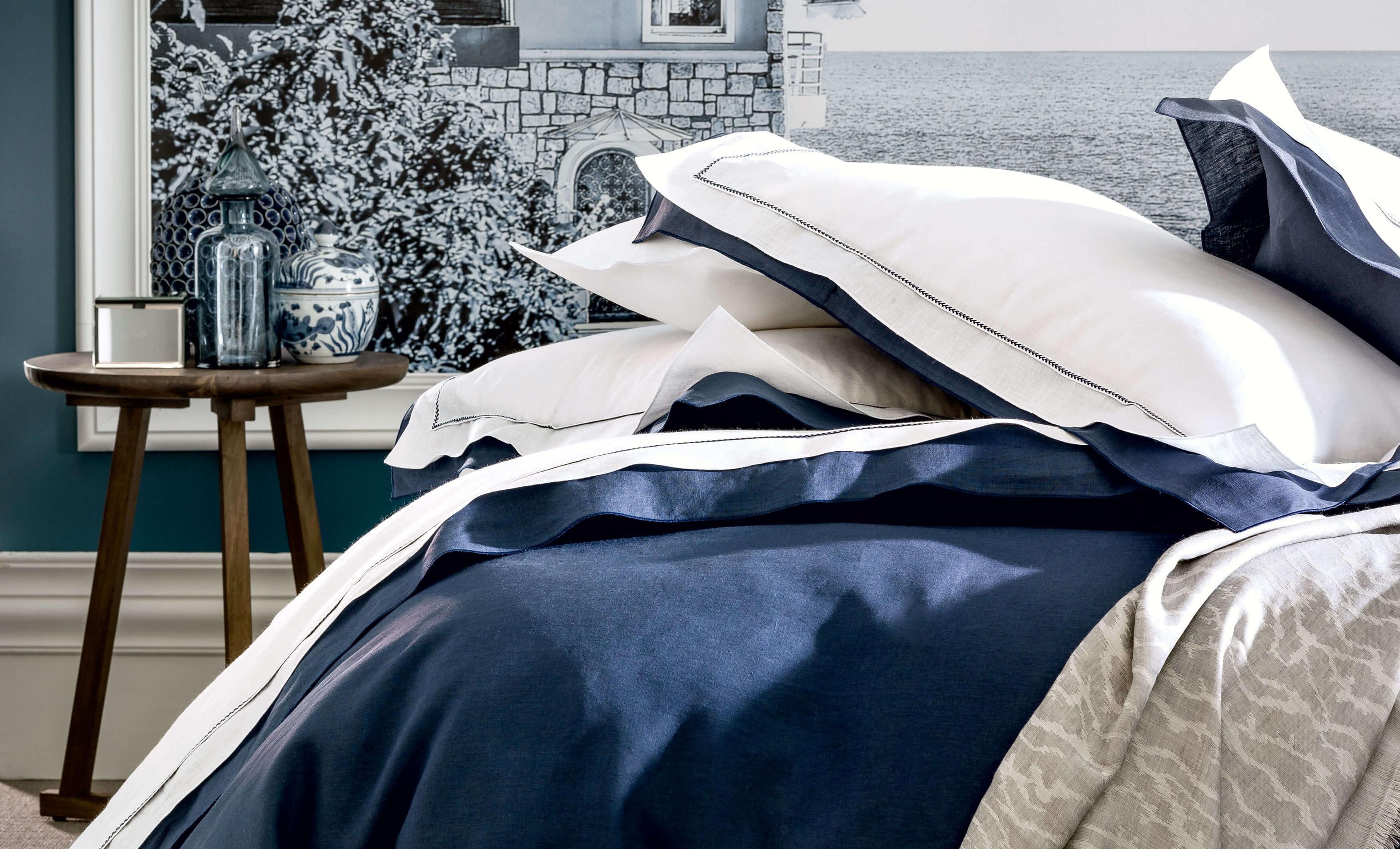 Parure de lit en lin blanc et marine